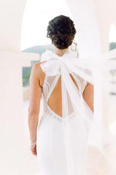 Bräute 2022 aufgepasst! Hier findest Du dein perfektes Brautkleid! Ob für die Sommerbraut oder Winterbraut, ob schlicht oder edel, ob im Vintage oder Prinzessinnen Stil, ob für das Standesamt oder die Kirche, ob kurz oder lang. Lass Dich von diesen zeitlos eleganten Looks verzaubern! Klicke hier um noch mehr über Deine Traumhhochzeit zu erfahren! Foto: Heike Moellers Photography #Brautkleid #WhiteWeddingMag Girls Dresses, Flower Girl Dresses, Elegant, Wedding Dresses, Vintage, Fashion, Couture Dresses, Perfect Wedding Dress, Princesses