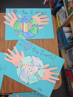Teacher Bits and Bobs: Earth Day Fun! FREE directions for Earth Day art and craft project for kids to celebrate the holiday this April. Hands on activity. Earth Day Projects, Earth Day Crafts, Art Projects, Earth Day Activities, Spring Activities, Craft Activities, Therapy Activities, Arte Elemental, Another Earth