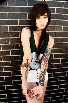Black hair, tattoos, bright eyes...that's all I want!! Cute girl ^^