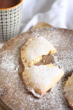 Cottage cheese robiols (sweet minipies) | Robiols de Requesón