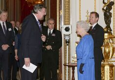 Queen Elizabeth II Photos - Queen Elizabeth II meets Stephen Fry during the Dramatic Arts reception at Buckingham Palace on February 2014 in London, England. - Queen Elizabeth II Hosts a Reception Prince Phillip, Prince Charles, Dramatic Arts, Royal Queen, House Of Windsor, Save The Queen, Royal House, World Leaders, Lady And Gentlemen