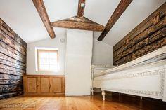 Upea ja aito Vanhan Porvoon perinnetalo rauhallisella sijainnilla. Asuinrakennus alunperin rakennettu v 1769 suojaisalla etelään avautuvalla aidatulla tontilla. Asuintilat 5h+tupakeittiö+työhuon osin