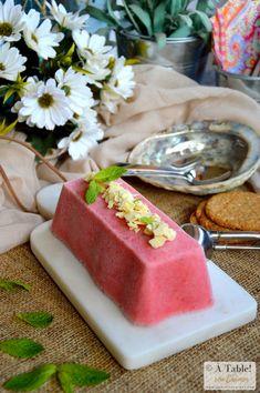 Helado de Fresas y Yogur con Hierbabuena - À table ! con Carmen