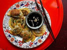 Pork and Cabbage potstickers. These potstickers, adapted from Chinese cookbook author Fuchsia Dunlop, are simple enough to make during any night of the week. Freeze them to have a snack at a moment's notice. Bok Choy Recipes, Pork Recipes, Asian Recipes, Cooking Recipes, Chinese Recipes, Asian Foods, Easy Recipes, Gourmet Cooking, Saveur Recipes