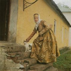 kazuvortex:    Russian festive attire from the northern provinces of the first half of XIX century.