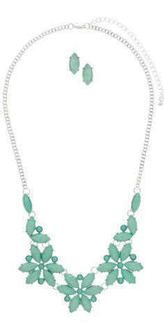 Plus Size Necklace - http://www.boomerinas.com/2013/06/23/costume-travel-jewelry-for-evenings-parties/