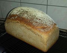 Ruhrtaler - Brot mit Roggensauerteig. Brot, Holz Backrahmen, Sauerteig