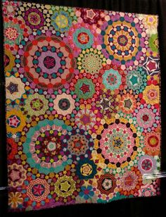 Want to learn EPP simply so I can make a LaPassacaglia quilt! Patchwork Quilting, Quilting Tips, Quilting Projects, Quilting Designs, Patchwork Ideas, Hand Quilting, Sewing Projects, Quilt Kits, Quilt Blocks
