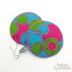 ušité z filcu v troch žiarivých farbách doplnených ružovou bavlnkou veľmi ľahké na nosenie výrobok ponúkam ako darček k objednávke :)... Crochet Earrings, Coin Purse, Purses, Wallet, Handmade, Jewelry, Handbags, Hand Made, Jewlery