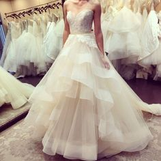 New Champagne Tulle Tiers A-Line Wedding dress Sweetheart Sleeveless Bridal Gown