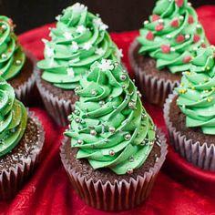 Niedliche Deko-Idee: Weihnachtsbaum-Cupcakes