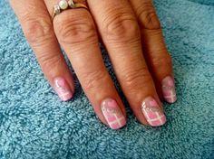 Pink stripes using gel polish on natural nails