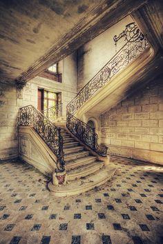 Chateau de Singes by kleiner uRbEx hobbit, via Flickr  Abandoned