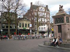 Enschede, oude markt met het brandmonument ter nagedachtenis van de eerste grote stadsbrand. 1862
