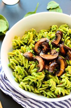 Vegan Avocado-Spinach Pesto Pasta with Mushrooms | The Green Loot #vegan #pasta