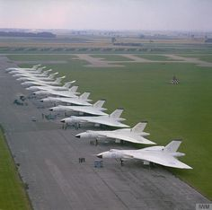 """RT @IanDProctor: 617 Squadron Vulcan and Victors of the Wittering Wing at RAF Scampton c 1964 Crown / IWM """""""