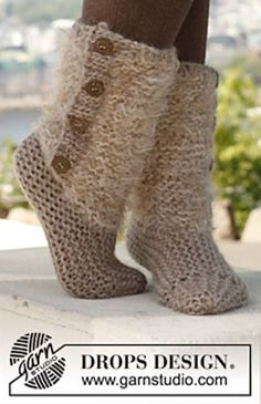 Free Pattern: 142-25 Moscow - Slippers in 2 strands.  ** Donna these are so pretty and I bet would keep your feet warm in Alaska and I would love a pair too for Texas.