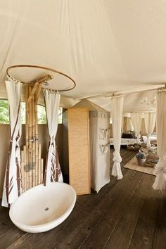 Amazing Luxury Bathroom - Glamping - I Canonici di San Marco Luxury Yurt, Luxury Glamping, Yurt Living, Luxury Master Bathrooms, Modern Bathrooms, Luxury Bathtub, Master Baths, Outdoor Bathrooms, Bell Tent