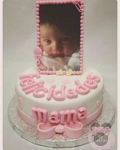 Nos encargaron una tarta para sorprender a una mami. Qué mejor forma que realizarla en tonos blanco y rosa y la foto de la pequeña tipo marco de fotos. Os  gusta?  #reposteriacreativa #cakes #repostería #tartasfondant #fondant #mamas #DiTartas #Alicante #Petrer #Elda #tartas #lovesweets #pastry #creativepastry #bakery #dulcesmomentos #momentosdulces http://ditartas.com/ by di_tartas