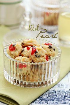 Assalamualaikum.. semua Tak lama lagi kawan-kawan kita yang berbangsa Cina akan menyambut tahun Baru Cina. Pasti ramai yang sibuk menyi... Fruit Cookie Recipe, Fruit Cookies, Cheese Cookies, Biscuit Cookies, Cute Cookies, Biscuit Recipe, Cookie Recipes, Sugar Cookies, Cranberry Orange Cookies