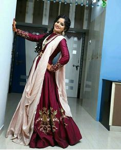 Choli Blouse Design, Choli Designs, Bridal Blouse Designs, Indian Fashion Dresses, Indian Gowns Dresses, Indian Designer Outfits, Designer Evening Gowns, Designer Party Wear Dresses, Diwali Outfits