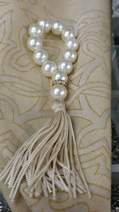 Pearl an crystal tassel Diy And Crafts, Arts And Crafts, Curtain Ties, Curtains, Napkin Folding, Decoration Table, Napkin Rings, Tassels, Napkins