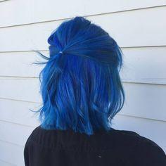 """cabelos coloridos on Instagram: """"Como eu amo azul 💙 #coloridosbr"""" Short Blue Hair, Balayage Hair, Short Balayage, Pravana Hair Color, Fantasy Hair, Dye My Hair, Cool Hair Color, Rainbow Hair, Crazy Hair"""