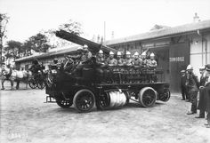 1913 - Voiture des pompiers, Brasier (pompiers d'Ivry-sur-Seine) : photographie de presse / Agence Rol