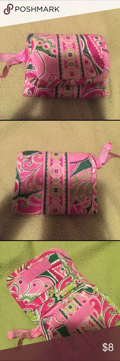 Vera Bradley Wallet Cute pattern for a spring day! Vera Bradley Bags Wallets