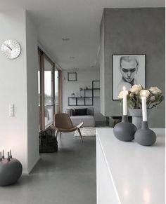 Med enkle items kan man få sit hjem til at syne smukt og minimalistisk. Sæt nogle @kahlerdesign stager på bordet ligesom @wellendorfs har gjort i sit smukke hjem. #kahler #lysestage #boligmagasinet