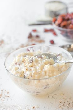 Rich and velvety, this simple homemade rice pudding is the perfect sweet treat with plump, juicy rum-soaked raisins and real vanilla bean, with just a hint of spice—it's delicious served warm or chilled. Homemade Rice Pudding, Rice Pudding Recipes, Creamy Rice Pudding, Tapioca Pudding, Rice Puddings, Jello Pudding Desserts, Dessert Recipes, Sweet Desserts, Vanilla Bean Frosting