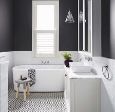 Modern and Breathtaking Black and White Bathroom Interior Design Ideas Laundry In Bathroom, Bathroom Renos, Bathroom Interior, Bathroom Renovations, Gray Bathrooms, Family Bathroom, Bathroom Black, Design Bathroom, Bathroom Small