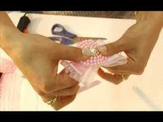 Neste Hora de Arte, a artesã Daniela Machado ensina a fazer acessório de cabelo para bebê.