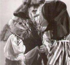 Metly, 22´, 1973 Bábková inscenácia Alty Vášovej, v ktorej najmladší brat prekabáti svojich chamtivých bratov. Traja bratia sa po otcovej smrti delia o majetok. Najstarší a prostredný najmladšieho oklamú a vyženú ho z domu. Ten sa so svojou kobylkou uchýli do hájika. Z brezových prútov vyrába metly a tie predáva na trhu. Takto nadobudne pekný majetok, ktorí mu starší bratia závidia. Preto si kúpia od neho hájik a chcú vyrábať metly. Ale to nie je také jednoduché... Výtvarník: Cigán Peter