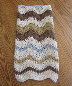 Lazy Wave hand towel Free pattern.  I have made some of these for myself and my mom, love the pattern #crochet