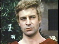 John Castle is Octavius ​​in this adaptation of Shakespeare's ANTONY AND CLEOPATRA (Charlton Heston, 1972). The film is starring Hildegarde Neil and Heston in the lead roles, the rest of cast are English and Spanish actors by production agreements. The film received negative reviews from lack of budget, so Heston could not finish his career as Mark Antony with the success we had the other two previous adaptations of Shakespeare's JULIUS CAESAR in 1950 and 1970.