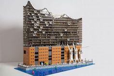 Florian Müller baut die Elbphilharmonie aus Lego-Steinen nach  Mit der Elbphilharmonie hat Hamburg im vergangenen Jahr ein neues Wahrzeichen bekommen. Klar, dass das markante Gebäude nicht nur Touristen, Kunstf...