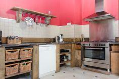Vakantiehuis Provence heeft een open keuken met groot gasfornuis en oven