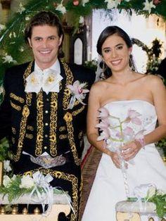 Si yo me casara de Nuevo seria para siempre y me gustaria vestirme de mariachi  y llegar a caballo