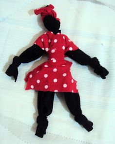 Fuxicaria Dedea: Boneca Abayomi Zen, Crafts For Seniors, Stamp Collecting, Diy Doll, Fabric Crafts, Snow White, Disney Characters, Fictional Characters, Arts And Crafts
