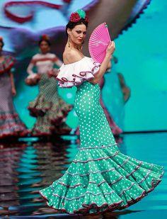 Sara Benitez recurre a la inspiración mexicana para su colección de moda flamenca «Raíces» (Rocío Ruz / Raúl Doblado)