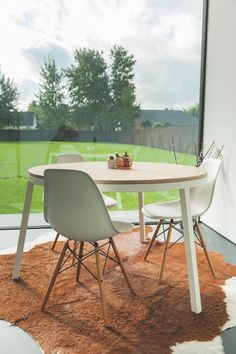table / oak / metal / wood / round / handmade / design / www.opsmuk.be