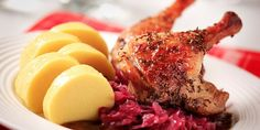 Roast leg of duck with red cabbage and potato sauce Duck Recipes, Wine Recipes, Meat Recipes, Potato Sauce, Cabbage And Potatoes, Braised Cabbage, Polenta Recipes, Roast Duck, Czech Recipes