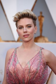 Scarlett Johansson in Azzedine Alaia at 2017 Academy Awards in Hollywood Check more at https://fashnberry.com/2017/02/scarlett-johansson-in-azzedine-alaia-at-2017-academy-awards-in-hollywood/