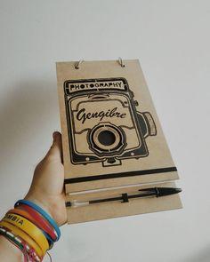 Agendas Di art  Cerrando el año :D Clientes felices, gracias !!!! #diseñodiart #diseño #agendaS #libreta #mdf #cortelaser #fotografia #gengibre #empaque #inspiración #2016 #arte #bogota🇨🇴 #diseñoindependiente #design #books #elephants #book #lasercut #inspiration #art #artist #instadaily  #packaging #good