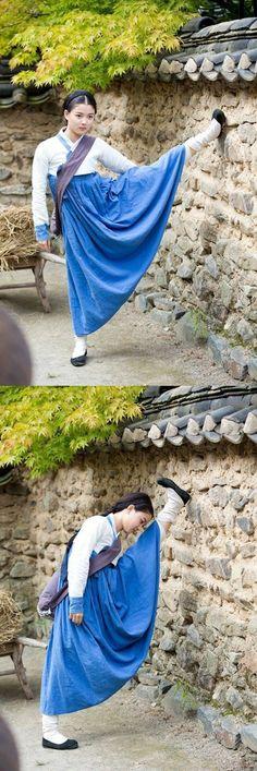 Kim Yoo Jung shows off some impressive stretching before filming for 'Secret Door' | allkpop.com