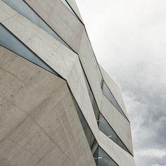 Vodafone Building by Barbosa & Guimarães.
