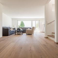 Parkett Berg & Berg, Eiche Gemmi (sortiert) Installing Hardwood Floors, Timber Flooring, Parquet Flooring, Tile Stairs, Kitchen Cabinet Styles, New Furniture, Home Living Room, Room Inspiration, Sweet Home