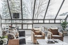 Want to know the best AirBnBs you can rent in Park City, Utah? Read our 7 favorites, including luxury condos, log cabins, retreats and more! Park City has some of the best skiing and snowboarding in the world, with world-class mountain resorts and ski lifts. To make your visit to Park City even more special, you and your group can book a special AirBnB rental. To help you decide on your ultimate winter vacation spot, in this article we've rounded up our top 7 AirBnBs in Park City! Park City Hotels, Park City Rentals, Urban Cottage, Townhouse For Rent, Best Ski Resorts, Park City Utah, Mountain Vacations, Luxury Condo, Beautiful Hotels