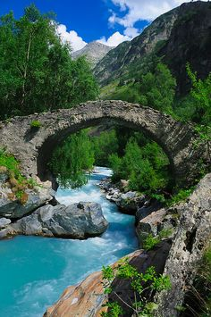 inventurer:  djferreira224:  Roman bridge across Vénéon river in Parc National des Écrins, France  (via TumbleOn )